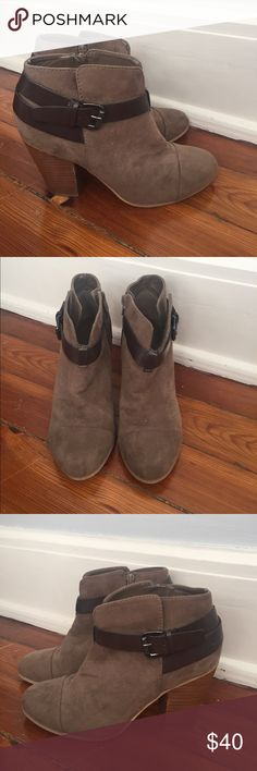 Lightly Worn Carlos Santana Booties size 8.5 Lightly Worn Carlos Santana Booties size 8.5 Carlos Santana Shoes Ankle Boots & Booties