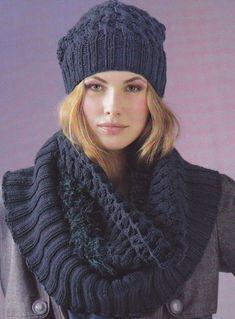 Шапка спицами и модный шарф снуд резинкой и узором с косой