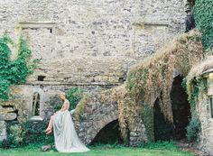 Jeanne D'Arc wedding inspiration, amazing setting for this gorgeous image