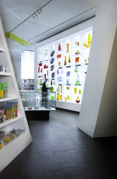 Beautiful--and you can take these pieces home! Denver Art Museum, Museum Shop / Roth Sheppard Architects