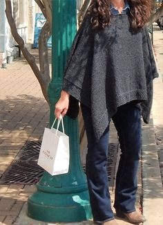 Ponchos are the ultimate timeless classic! Knit your own from our glorious range of poncho knitting patterns! Hairpin Lace, Poncho Shawl, Poncho Sweater, Cowl Scarf, Poncho Knitting Patterns, Knit Patterns, Knitting Sweaters, Sweater Patterns, Knitting Ideas