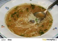 Divoký vývar z kuřecích křídel se spoustou nudlí podle mojí maminky recept - TopRecepty.cz Spaghetti, Ethnic Recipes, Soups, Soup, Chowder