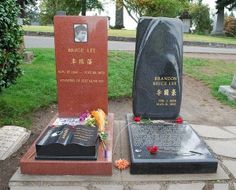 Bruce Lee and Brandon Lee burial site in #Seattle