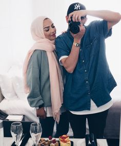 He's the best husband in the world. You are one lucky girl, Samia. Modern Hijab Fashion, Street Hijab Fashion, Muslim Fashion, Modest Fashion, Fashion Outfits, Abaya Fashion, Cute Muslim Couples, Muslim Girls, Muslim Women