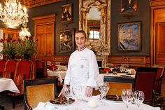 Virginie Basselot dans la salle à manger du Saint James Paris - Virginie Basselot in the dining room