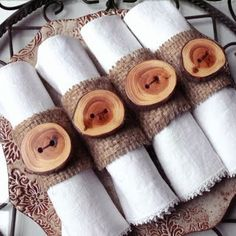 * Wood Slices and Hessian. Hessian glued to a cardboard tube and each ring embellished with a handmade branch button attached with twine. Rustic Napkins, Deco Table Noel, Napkin Folding, Christmas Deco, Xmas, Decoration Table, Napkin Rings, Diy And Crafts, Burlap Crafts