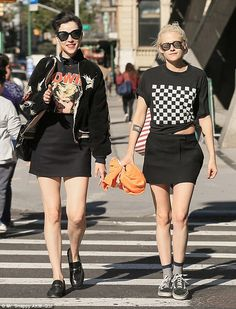 Kristen Stewart has reportedly moved on from video producer Alicia Cargile with Cara Delevingne's ex-girlfriend, St. Vincent (real name Annie Clark). Annie Clark, Cara Delevingne, Grunge Style, Kristen Stewart Dating, A Fila Anda, Looks Rock, Kirsten Stewart, Christine Stewart, Vans Style