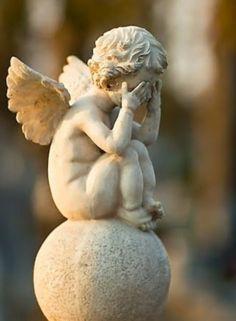 little cherub. Cemetery Angels, Cemetery Statues, Cemetery Art, Garden Statues, Garden Sculpture, Statue Ange, Little Cherubs, I Believe In Angels, Ange Demon