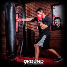 It's the weekend and it's time to get your guns blazing with a 9Round workout! Don't skip out just because it's Saturday. Get up and get moving!