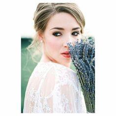 um pouquinho mais do trabalho da @jeaniemicheel que fotografa ensaio íntimos de noivas na Alemanha. De uma elegância e delicadeza que só uma mulher sabe como retratar.  #casamentoaoarlivre #casamentonapraia #casamentonocampo #casamentodedia #casaraoarlivre #casarnapraia #casarnocampo #noivafineart #noivafashion #noivasdobrasil #fiqueinoiva #inspiracaodecasamento #blogdecasamento #luminousbride #weddingblog #fineartwedding #fineartphotography  #fotografiadecasamento #fotografiadecasais…