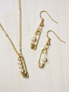Pearl Safety Pin Jewelry Set - new season bijouterie Pearl Jewelry, Wire Jewelry, Jewelry Sets, Beaded Jewelry, Jewelry Making, Jewellery Diy, Fashion Jewelry, Diamond Jewellery, Jewelry Holder