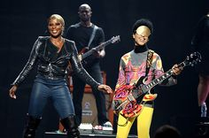 http://www.billboard.com/files/media/Prince-and-Mary-J-Blige-2012-performing-with-billboard-650.jpg