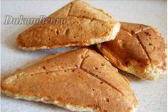 Очень быстро и просто готовятся. Нагреть сэндвичницу. В миске смешать ингредиенты (отруби не молоть). Выложить ложку теста в середину треугольника разогретой сэндвичницы. Выпекать несколько минут, не открывайте, пока не почувствуете сопротивление! Чем дольше держите, тем более хрустящее тесто будет. Если тостерница у вас старая – можно смазать маслом или выложить пекарской бумагой.