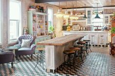 Perfect way to design an inviting and exquisite shabby chic kitchen bar [From: Soho House New York] Shabby Chic Rustique, Rustikalen Shabby Chic, Shabby Chic Design, Shabby Chic Interiors, Shabby Chic Homes, Shabby Chic Furniture, Country Furniture, Soho House, Kitchen Living