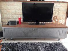 http://www.alittlemarket.com/meubles-et-rangements/fr_meuble_tv_industriel_vestiaire_chene_massif_-13382105.html