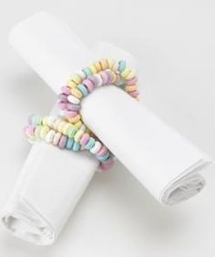 candy bracelet napkin rings...how cute would this be for valentines day, Easter, or a little girl party it shower!