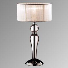 Lampada da tavolo Duchessa Base e dettagli in metallo cromato. Elementi decorativi in vetro soffiato e lavorato a mano. Paralume in tessuto di organza plissettato.
