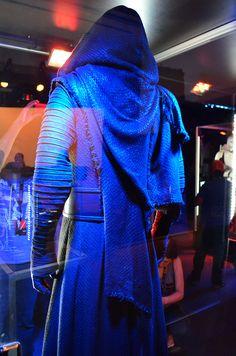 kylo ren: the force awakens Kylo Ren Costumes, Star Wars Costumes, Movie Costumes, Halloween Costumes, Cosplay Dress, Cosplay Costumes, Queen Amidala Costume, Eve Costume, Costume Ideas