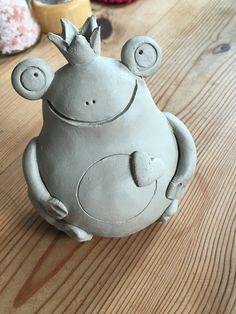 Pottery Frog Pottery Animals, Ceramic Animals, Pottery Sculpture, Sculpture Clay, Ceramics Projects, Clay Projects, Ceramic Clay, Ceramic Pottery, Pottery Handbuilding