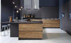 Keuken Sherwood Deluxe. Een exclusieve keuken met een combinatie van levendig hout met granieten werkblad creëert een ruimtelijke effect.
