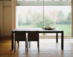 Astor, table - Design: Gaspardo & Graphite Design & StH, 2002 / Stack, chair - Design: Timo Saarnio, 2000
