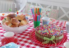 Birthday table by Dittepigen, via Flickr