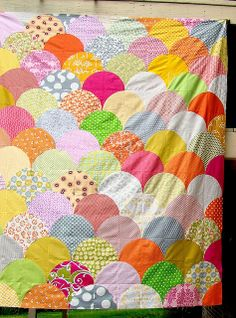 Gorgeous Scallop quilt top by sewcraftyjess, via Flickr