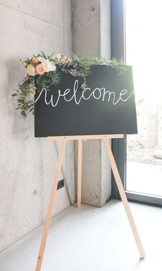 Welkomstbord_Bruiloft_bloemdecoratie/ BloemenNoord Moon Wedding, Sister Wedding, Chic Wedding, Dream Wedding, Wedding Day, Wedding Welcome Board, Wedding Mood Board, Mothers Day Event, Wedding Decorations