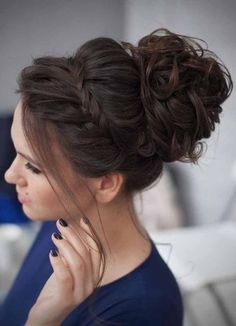 You finally have the dress, your shoes, outfits and all the accessories to rock the prom night. Now you must be looking for the perfect cute prom hairstyles to complete your prom make up. This article may help you to choose the best one cute prom hairstyle. discover more: prom hairstyle for long hair, half up half down, updos