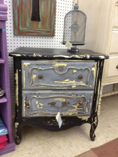 Painted by Carol from The Painted Flea used Beckley Cole and Chesapeake Blue.