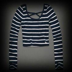アバクロ Clara Cropped Top ニット Tシャツ クロスバックストラップで大人可愛く着こなせます。ボーダーがカジュアルで着やすいデザイン!