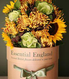 Sunflower and chrysanthemum bouquet Flowers Nature, Fall Flowers, Beautiful Flowers, Wedding Flowers, Flower Boxes, My Flower, Chrysanthemum Bouquet, November Flower, British Flowers