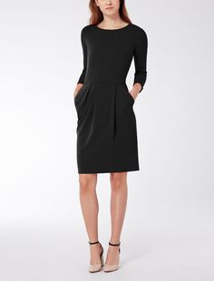 Max Mara EDY negro: Vestido entallado de jersey técnico. Find your outfit on the Official Max Mara Website and discover all that is new in ready-to-wear.