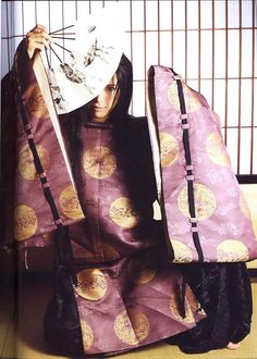 """Gackt in Heian era garb.  (this reminds me so much of Sai from """"Hikaru no Go!"""")"""