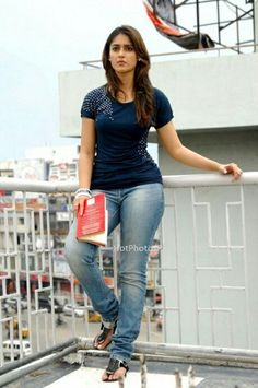 Ileana Curvy pictures in jeans and T Shirts – Hot and Sexy Actress Pictures Bollywood Actress Hot Photos, Indian Bollywood Actress, Bollywood Girls, Indian Actresses, South Indian Actress Hot, Beautiful Indian Actress, Sexy Jeans, Ileana D'cruz Hot, Chica Cool