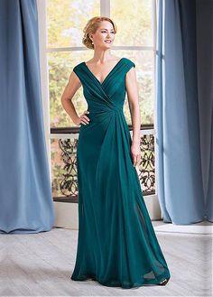 comprar Agraciado de la gasa con cuello en V escote una línea madre de la novia vestidos con pliegues de descuento en Dressilyme.com