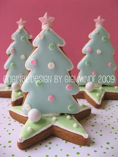 3D Christmas Trees..No directions! Make your Gingerbread cutouts and place together with icing for the 3D effect! This can easily be done without directions! TT