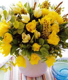Frühlingsstrauß frühlingsstrauß aus anemonen mimosen und eleganznelken