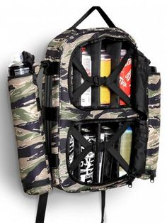 Camo Backpack, Backpack Bags, Graffiti Supplies, Art Supplies, Graffiti Spray Paint, Gear Art, Graffiti Characters, Art Supply Stores, Designer Backpacks