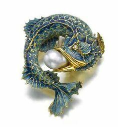 Art nouveau fish brooch. Gold, enamel, pearl. #jewelrynecklaces #GoldJewelleryArtNouveau