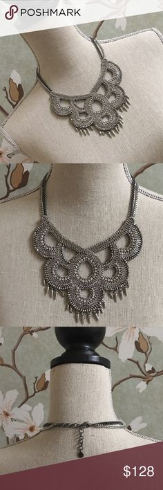 NIB Stella & Dot Tallulah Statement Necklace NIB Stella & Dot Tallulah Statement Necklace. Brand new - has never been worn or used for display. Necklace is a retired style that is no longer readily available. Stella & Dot Jewelry Necklaces