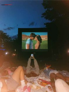 ❤ Maybe this is the best teenage dream summer nights, like all people said that the best moment is our life when we were in the college. Summer Vibes, Summer Feeling, Summer Nights, Cute Friend Pictures, Best Friend Pictures, Cute Friends, Best Friends, Fun Sleepover Ideas, Sleepover Room