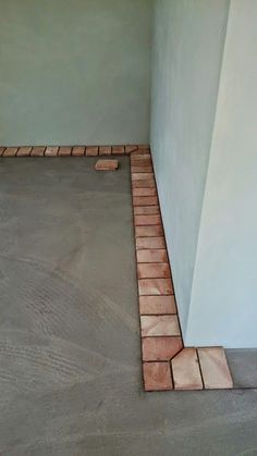 These corners add a clean edge with extra character. Brick Design, Patio Design, Tile Design, Exterior Design, End Grain Flooring, Brick Flooring, Paver Designs, Paving Ideas, Terracotta Floor