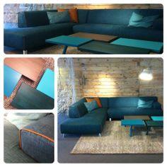 Het nieuwe model Oscar van Leolux steelt de show in onze Leolux Design Store! Oscar staat hier nu als bank met een chaise longue, samen met de eigenzinnige Pampa tafels, ook nieuw van Leolux.