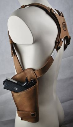 gun holster underarm real leather (brown) decorated with pyrography front closure with buckle (adjustable) real leather bag for belt, hand-decorated gun not included Gun Holster, Leather Holster, Leather Wallet, Holsters, Leather Keychain, Leather Bags, Leather Working, Real Leather, Insulated Lunch Bags