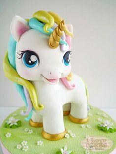 Adorable Fondant Unicorn Topper!
