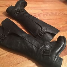 Topshop Moto Riding Boot Office sold at Top Shop, 100% leather. Size is marked 38 which is the equivalent of an 8 but fits like a true 7 1/2. Inside zip, adjustable buckles at ankle and calf, color is black. Topshop Shoes