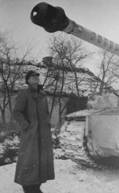 Piper admires barrel tiger №S04, which rings represented 88 team wins Wittmann. Ostfront, January 18, 1944