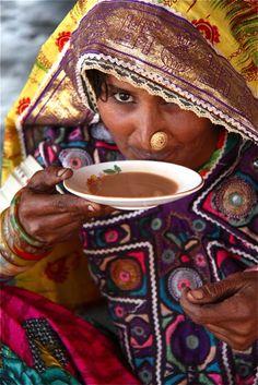 Tea culture in Kutch - India Kerala India, India And Pakistan, Tribal India, A Passage To India, Hindu Rituals, Tea Culture, India People, People Of The World, Incredible India