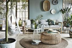 Blog déco : les conseils et astuces des décorateurs d'intérieur Rhinov Style At Home, Home Room Design, Home Interior Design, 70s Decor, Home Decor, Rattan Dining Chairs, Deco Nature, Sr1, Style Deco